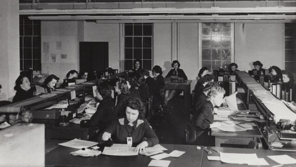 An office full of women breaking naval codes (Credit: National Archives and Record Administration)
