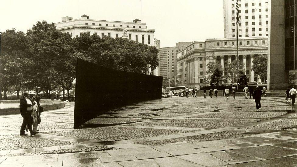 Richard Serra, Tilted Arc, 1981 (Credit: Alamy)