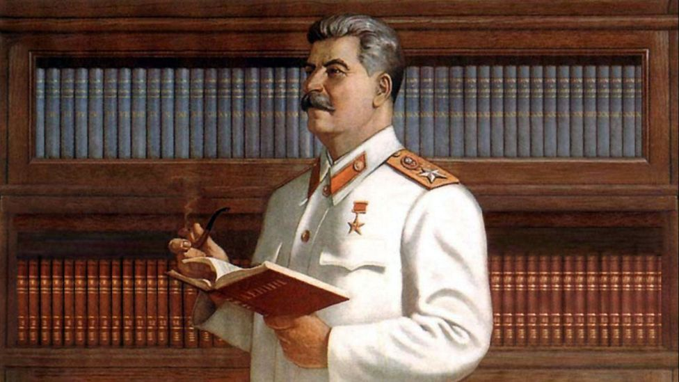 Stalin with books (Credit: Alamy)