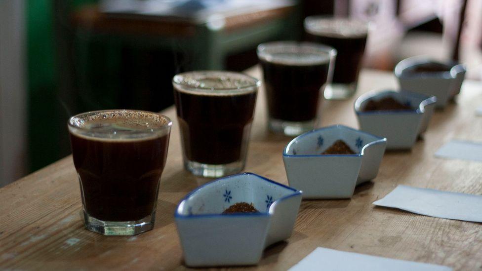 A blind coffee tasting session (Credit: Jose Penarredonda)