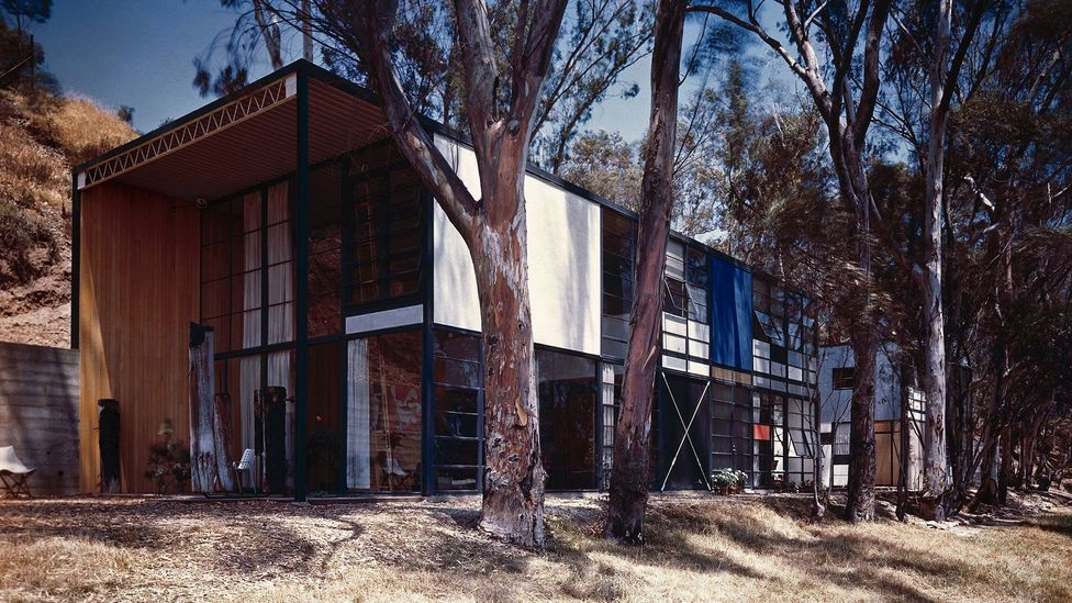 """The Eames House has been described by design historian Pat Kirkham as """"aMondrian-style composition in a Los Angeles meadow"""" (Credit: Eames Office LLC)"""