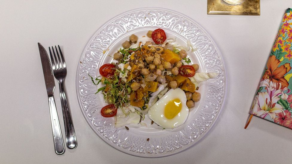A veggie-heavy lunch: butternut squash, chickpeas, mixed salad, sunflower seeds, tomatoes and an egg cooked in the microwave (Credit: Thiago Zanato)