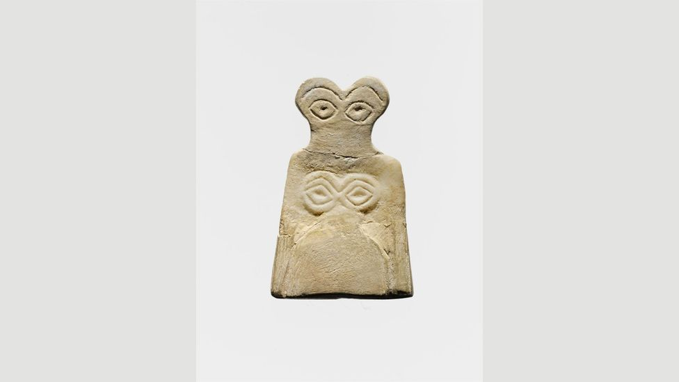 Eye idols carved out of gypsum alabaster have been excavated at Tell Brak, Syria and are believed to date from before 3500 BC (Credit: Metropolitan Museum of Art)
