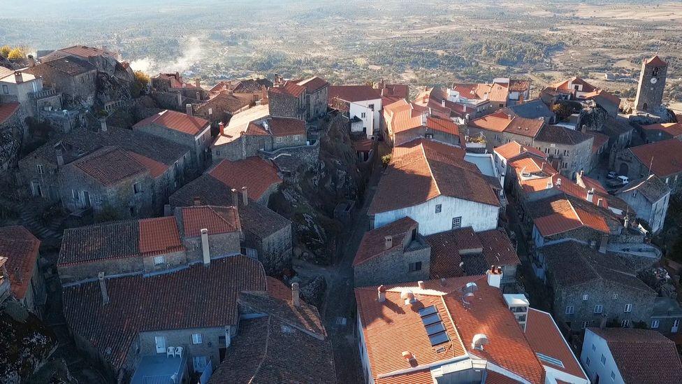 Portugal, Monsanto, village