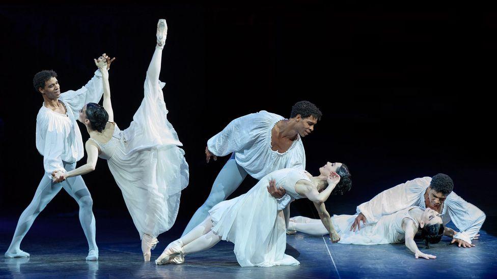 Tamara Rojo and Carlos Acosta performing Romeo and Juliet (Credit: Alamy)