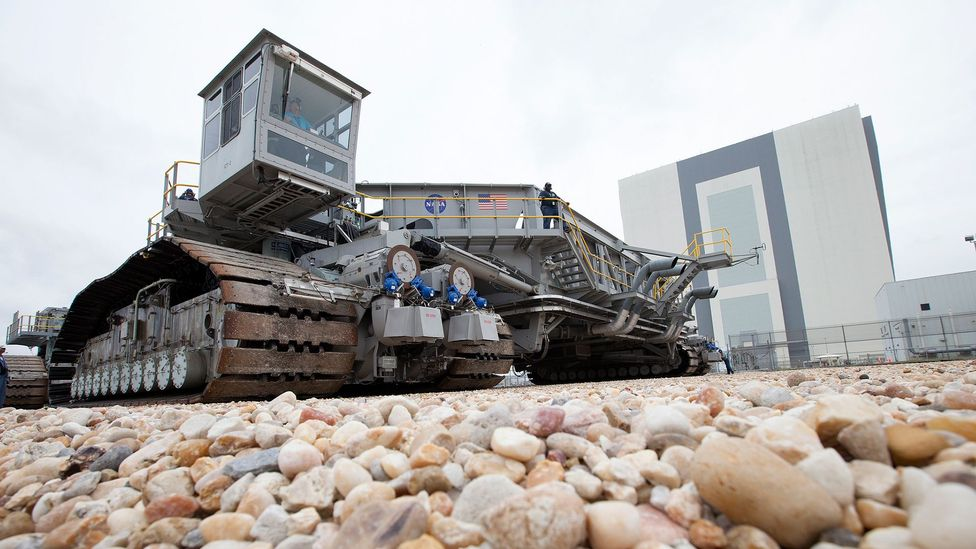 Rocket crawler vehicle (Credit: Nasa)