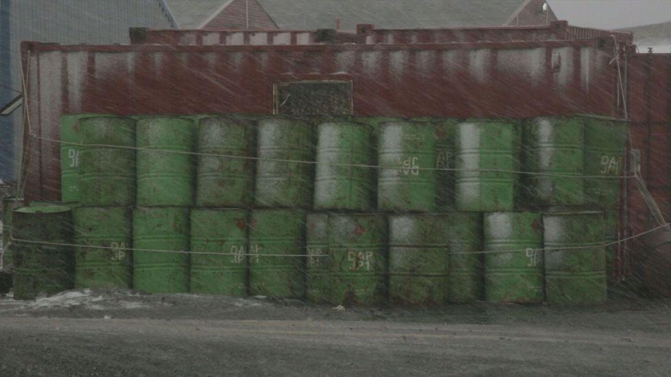 Barrels (Credit: Simón Vargas/Pablo Arias/Tres Tercios)