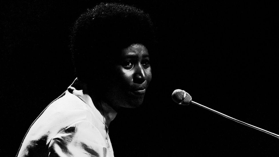 Franklin frequently played the piano when she sang – when she switched to Atlantic Records in 1967, the mature phase of her career began (Credit: Getty Images)