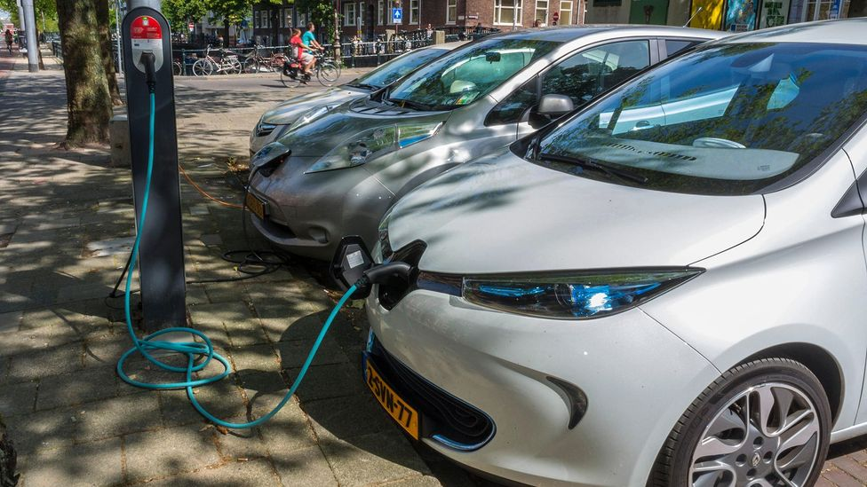 Could airliner charging become as common as electric car charging? (Credit: Alamy)