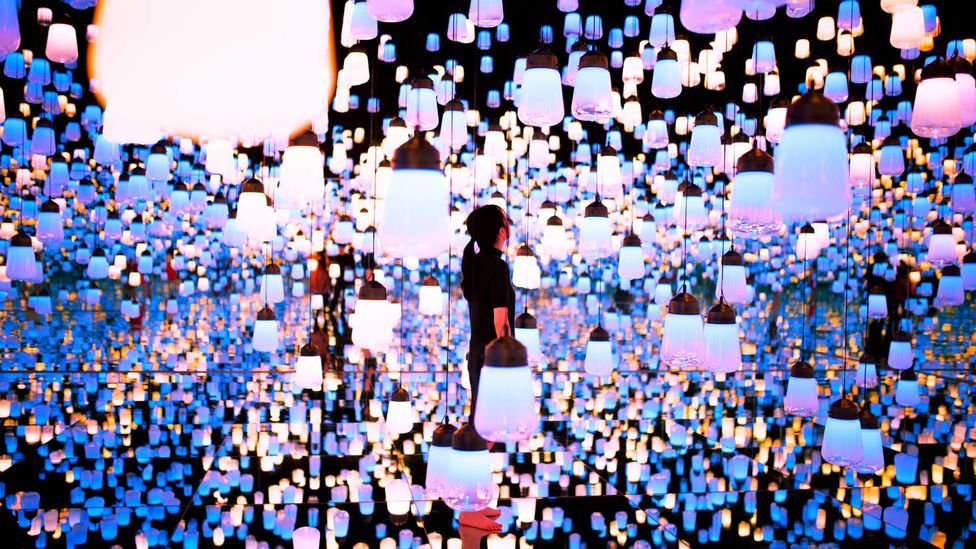 Forest of Lamps (Credit: Mori Building Digital Art Museum/teamLab Borderless, 2018, Odaiba, Tokyo)