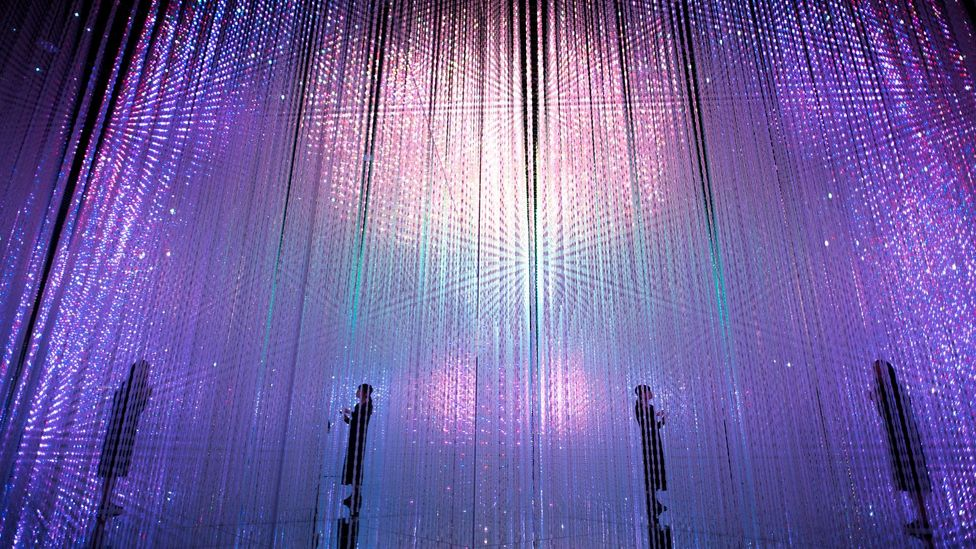 Wander through the Crystal World (Credit: Mori Building Digital Art Museum/teamLab Borderless, 2018, Odaiba, Tokyo)