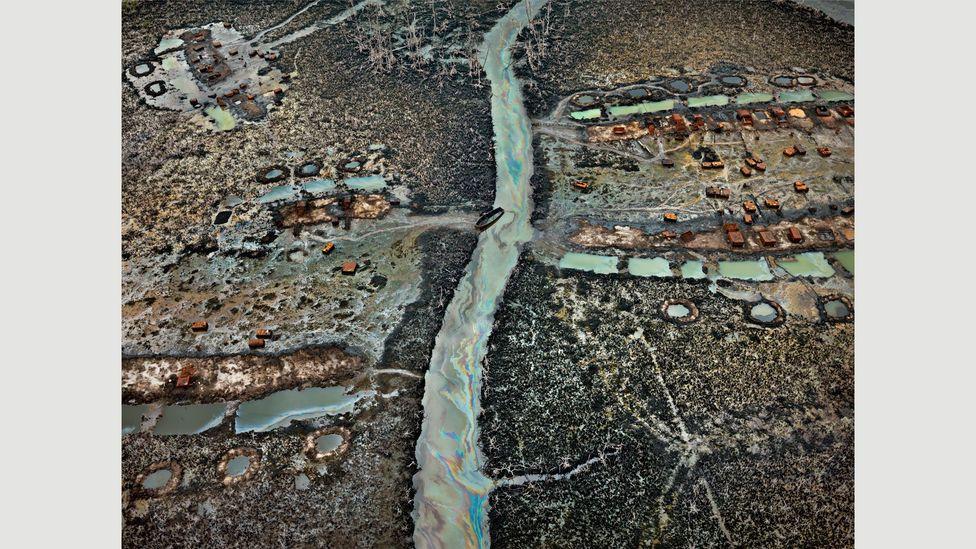 Oil Bunkering #1, Niger Delta, Nigeria, 2016 (Credit: Edward Burtynsky, courtesy Flowers Gallery, London/Metivier Gallery, Toronto)