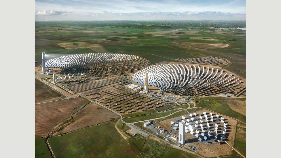 PS10 Solar Power Plant Seville, Spain, 2013 (Credit: Edward Burtynsky, courtesy Flowers Gallery, London/Metivier Gallery, Toronto)