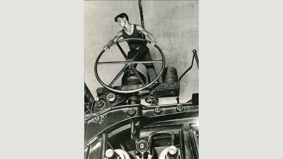 Arkady Shaikhet, Komsomol Member at the Wheel,Balakhna, 1929 (Credit: Copyright the artist courtesy Atlas Gallery)