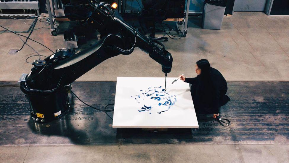 Sougwen Chung's art displays a spontaneous interplay between an artist and her machine version (Credit: Sougwen Chung)