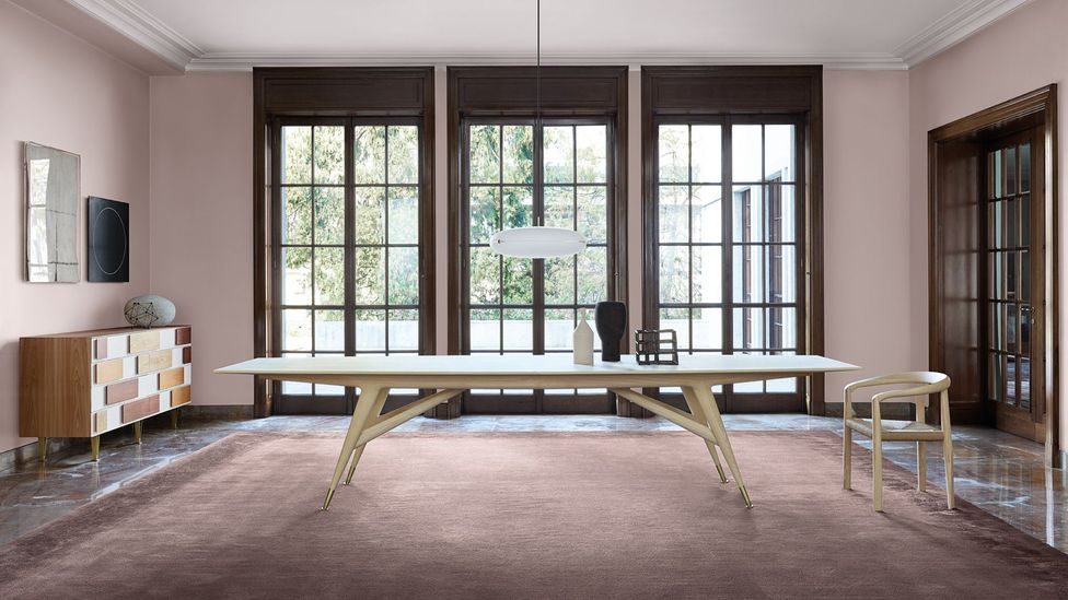 Ponti's D.8591 table, originally designed for the auditorium of the 1958 Time & Life building in New York, has been recreated by Molteni&C (Credit Gio Ponti x Molteni&C)