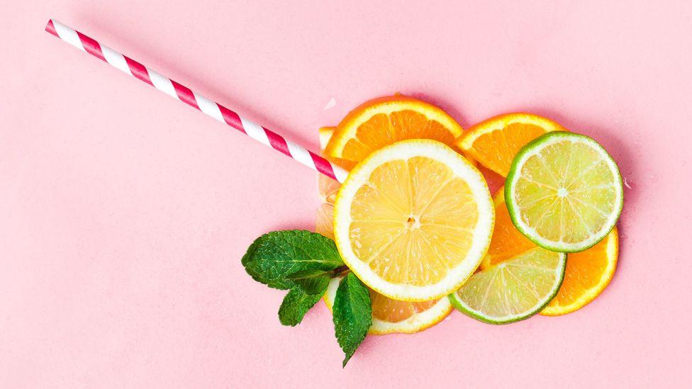 Uma meta-análise descobriu que, quando as calorias não eram excessivas, o suco de frutas traz benefícios à saúde (Crédito: Getty)