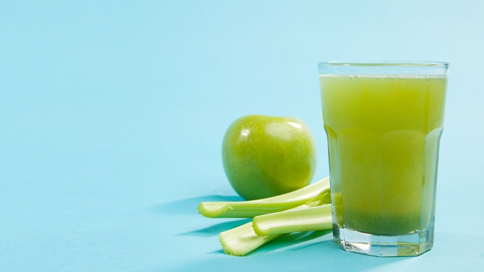 Usar frutas maduras é uma maneira de tornar o suco mais saudável (Crédito: Getty)