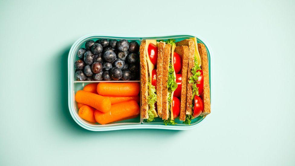 Suco não substitui frutas e vegetais integrais (Crédito: Getty)