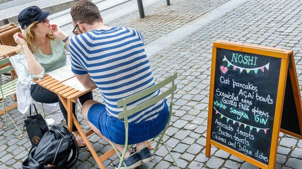 A café whose menu sports many famous foods, including açaí, quinoa and of course, avocados (Credit: Alamy Stock Photo)