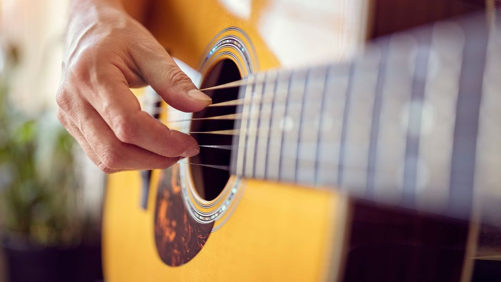 Inventors had tried to amplify the sound from acoustic guitars, with varying success (Credit: Getty Images)