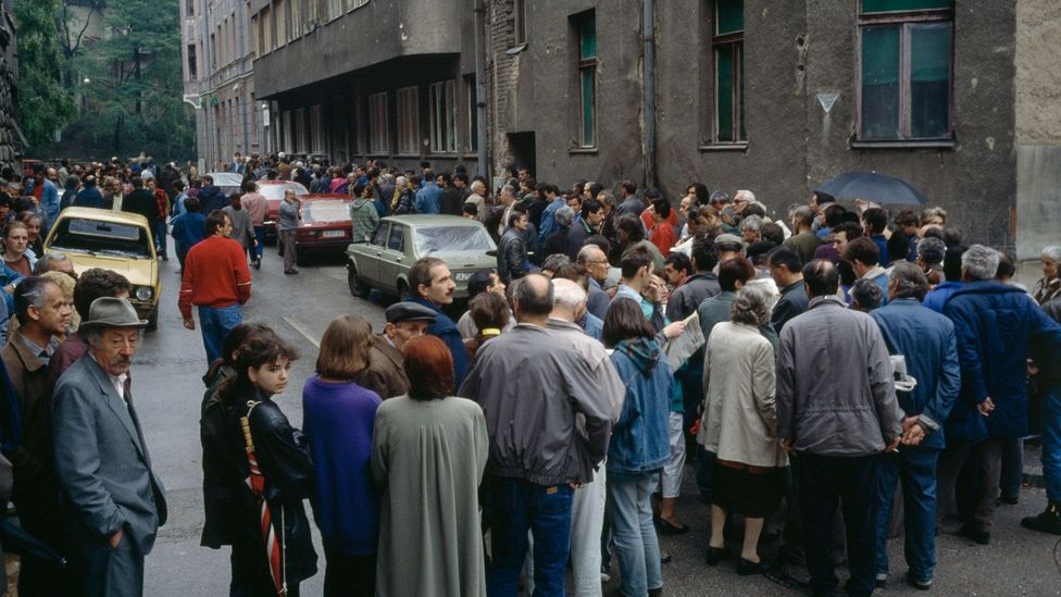 Queuing for the meagre rations brought into Sarajevo by humanitarian aid agencies and the UN often meant risking being out in the open during bombardments (Credit: Getty Images)