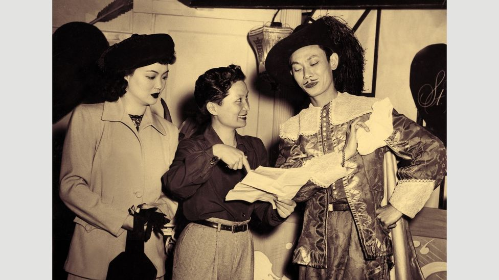 China's first female filmmaker Esther Eng (centre) directs Lady from the Blue Lagoon in 1947 (Credit: Permission to use granted by S Louisa Wei)