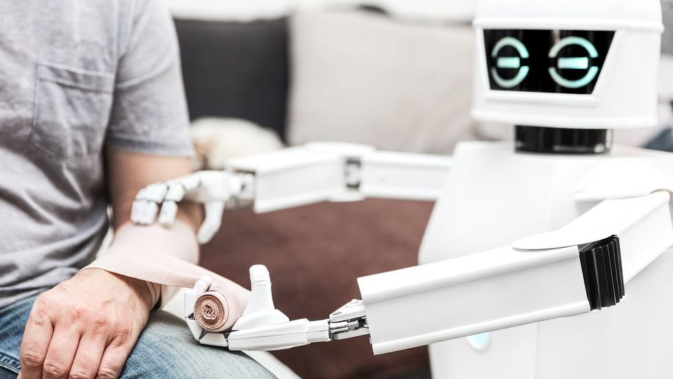 Robot wrapping bandage (Credit: Getty Images)