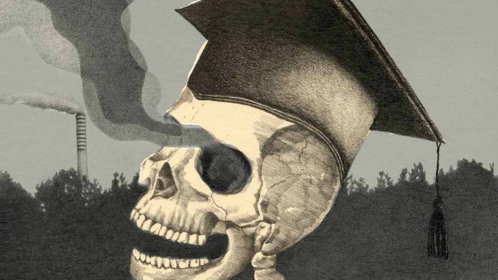 Image of skeleton wearing academic gown (Credit: Emmanuel Lafont)