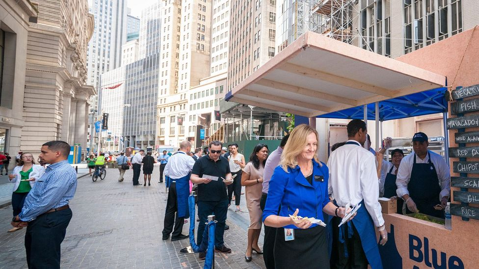 Visitors queue up for samples from meal kit maker Blue Apron outside the New York Stock Exchange in June 2017 (Credit: Alamy)