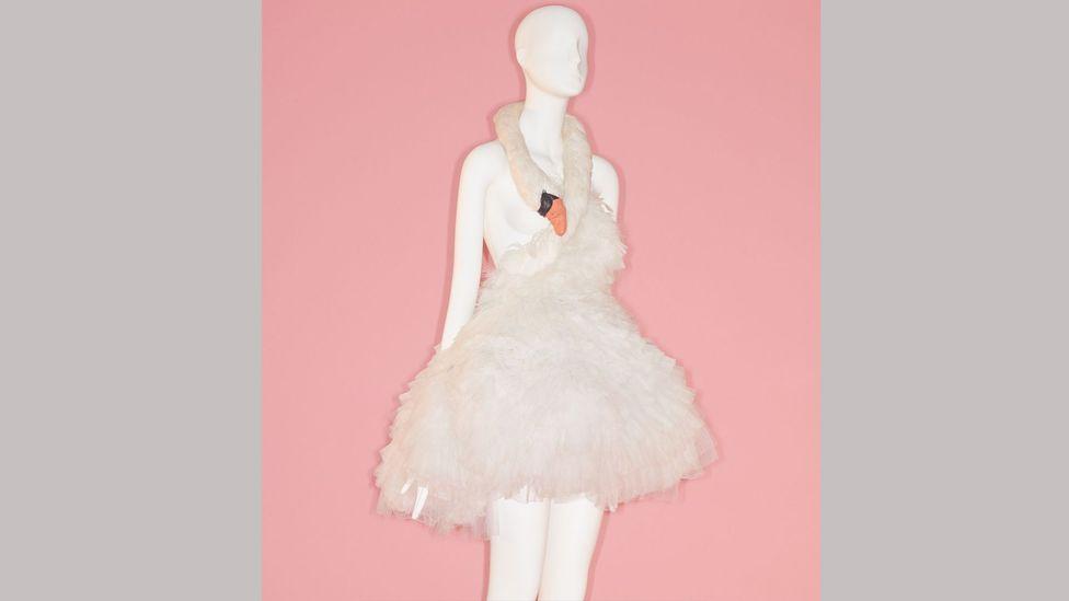 A swan-shaped dress by Marjan Pejoski was worn by the singer Björk on the Oscars red carpet (Credit: Metropolitan Museum of Art/ Johnny Dufort)