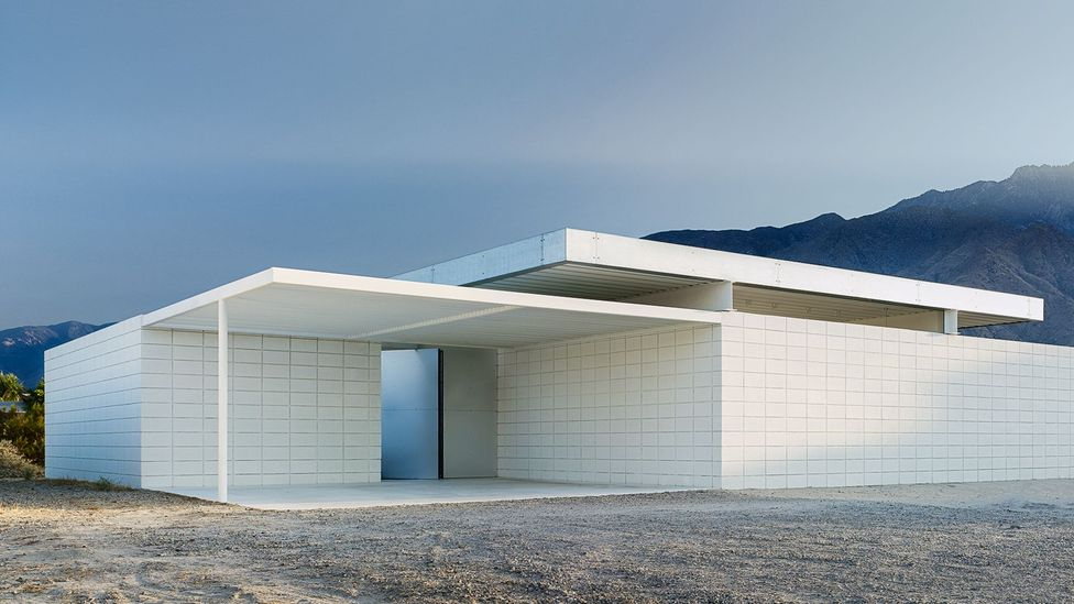 The concrete wall enclosure subverts Desert Modernism's openness (Credit: Jim Jennings Architecture)
