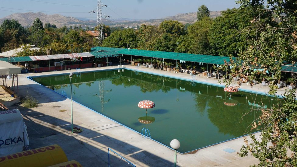 An abandoned swimming pool in Veles (Credit: Robin Willows-Rough)