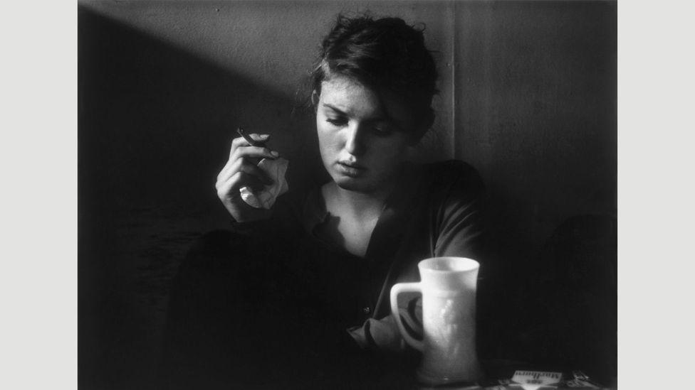 Jennine Pommy Vega, Seven Arts Coffee Gallery, New York, 1959 (Credit: Dave Heath/Steidl)