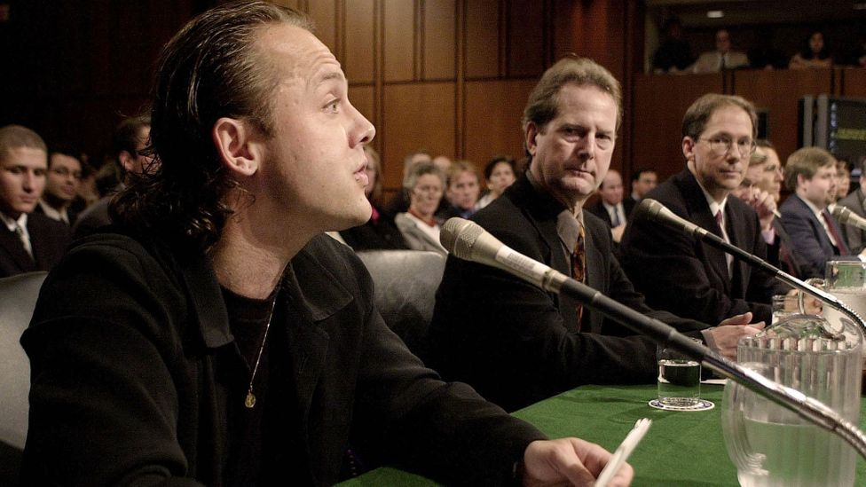 Drummer Lars Ulrich (L) of Metallica testified before the US Senate on music on the Internet in 2000 (Credit: Getty Images)