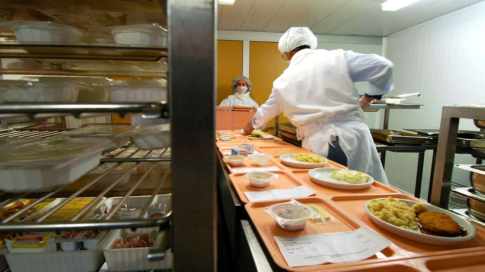 A busy hospital kitchen deals with constantly changing demands that make it difficult to predict how many patients it has to feed and with what (Credit: Science Photo Library)