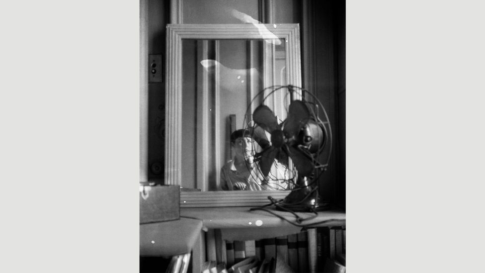 In Autoportrait au ventilateur, 1930, she portrayed herself reflected in a mirror, the oval of her face echoed by an electric fan (Credit: Centre Pompidou)