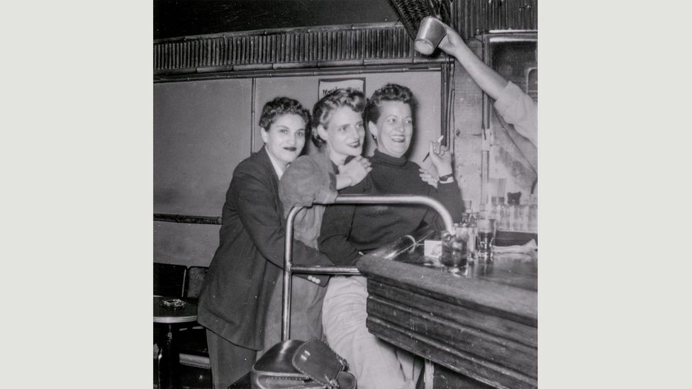 Grace Miller and friends at a bar in San Francisco, 1953 (Credit: San Francisco History Center, San Francisco Public Library)