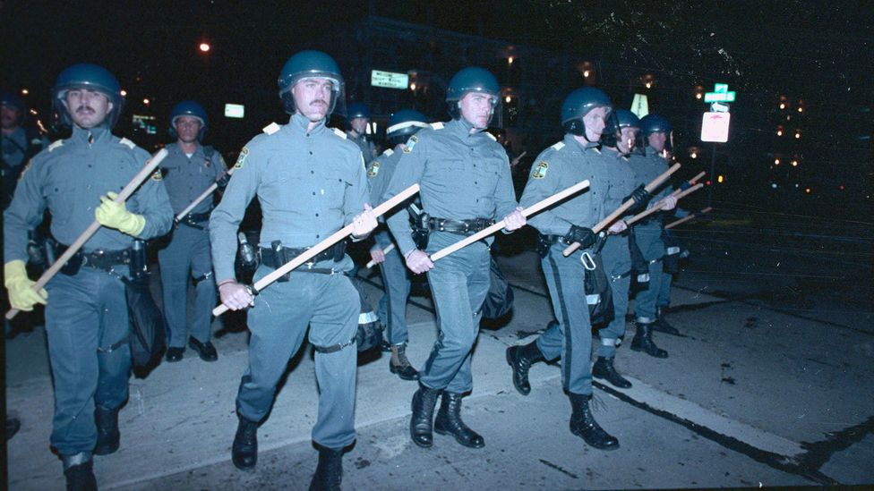 Scores of police in riot gear during the second night of disturbances by students at Virginia Beach, Virginia, on 4 September 1989 (Credit: Alamy)