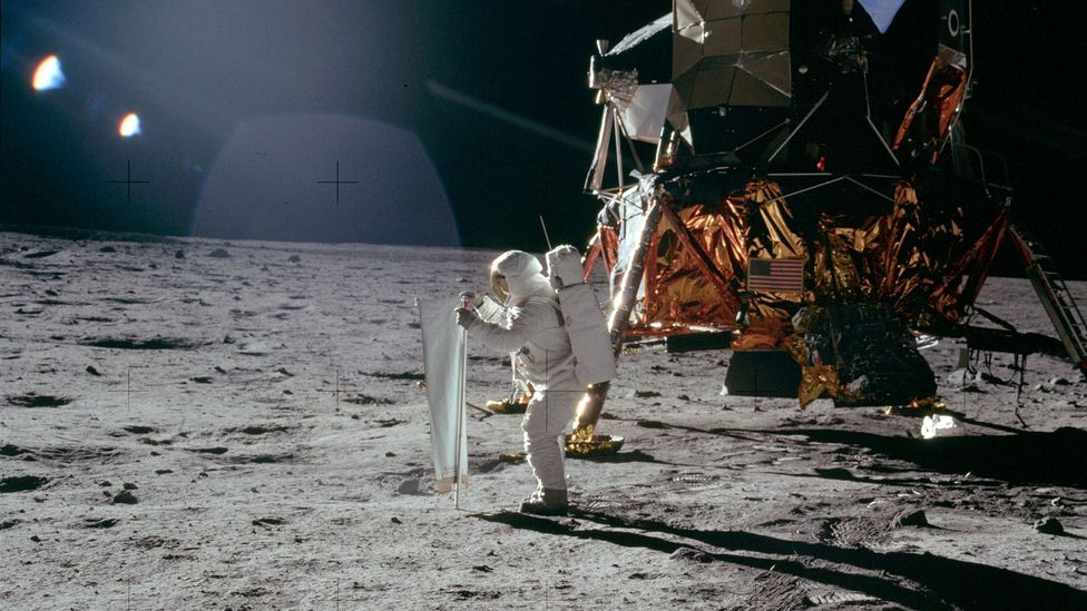 Apollo astronaut and lander (Credit: Nasa)