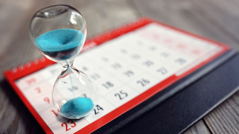 Houtglass and calendar (Credit: Getty Images)