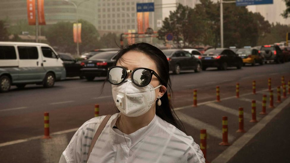 Woman wearing pollution mask (Credit: Getty Images)