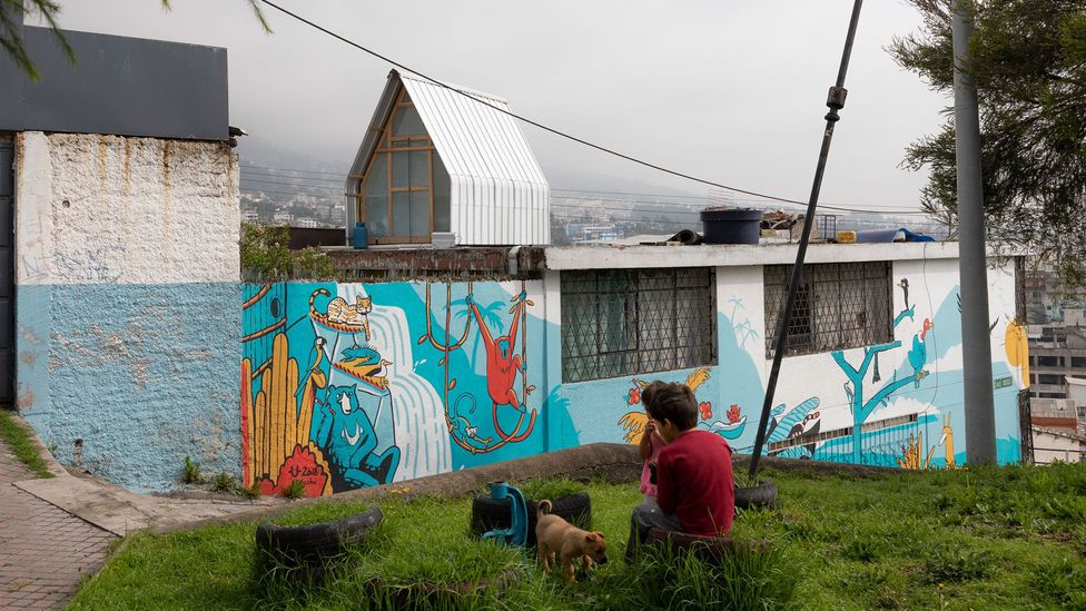 El Sindicato Arquitectura constructed a 12-sq m parasitic house on another building's rooftop in Quito's San Juan neighbourhood (Credit: Andrés Villota)