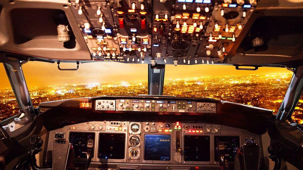 Cockpit of airliner (Credit: Getty Images)