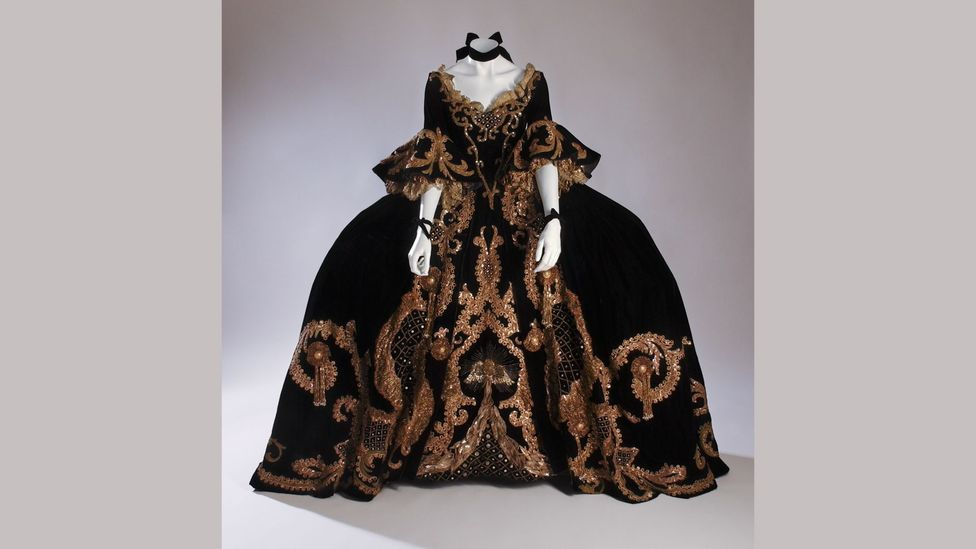 A lavish costume worn in the 1938 MGM film Marie Antoinette (Credit: The Museum at FIT)