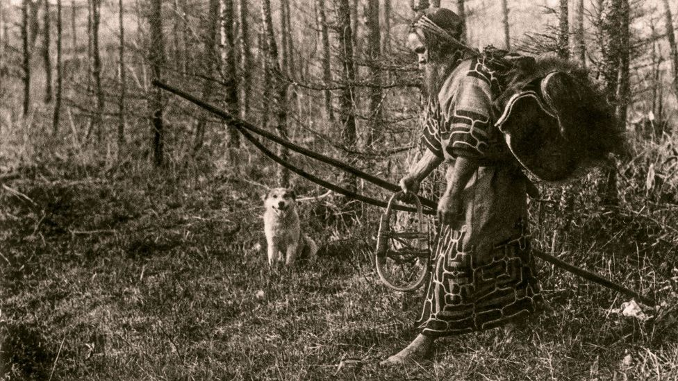Ainu man going out hunting (credit: Textiles of Japan: The Thomas Murray Collection at The Minneapolis Institute of Art)