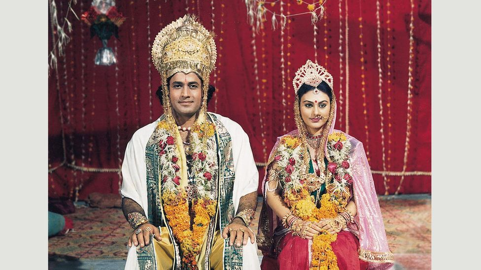 Lord Ram (Arun Govil) marries Sita (Deepika Chikhalia) after proving himself heroic in a contest against other suitors (Credit: Ramanand Sagar Productions)