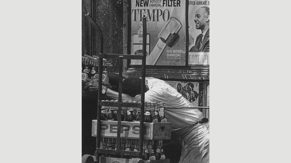 Pepsi, 1964 (Credit: Estate of Roy DeCarava. Courtesy David Zwirner)