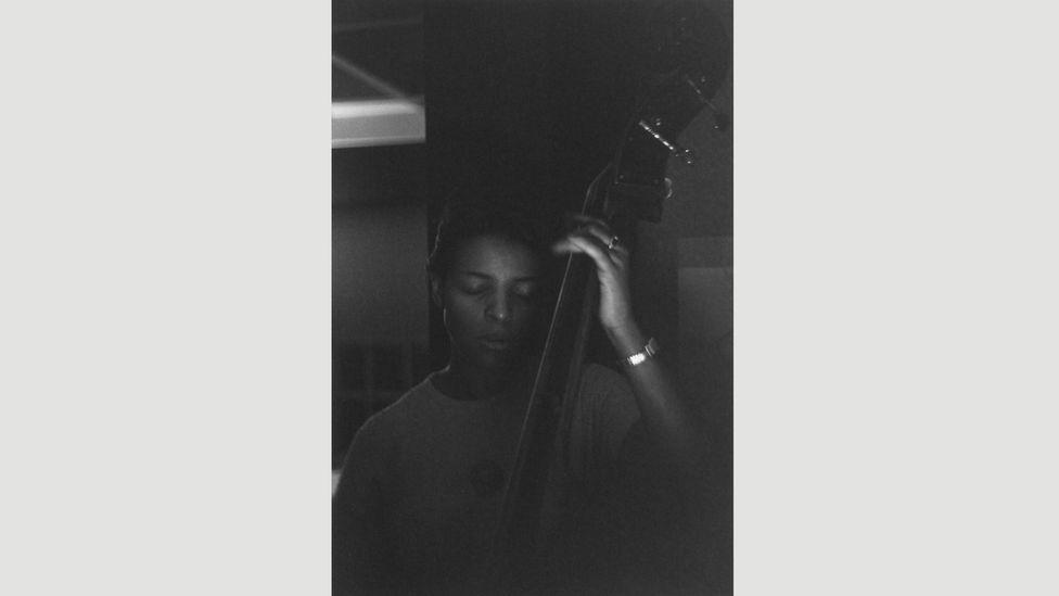 Edna Smith, bassist, 1950 (Credit: Estate of Roy DeCarava. Courtesy David Zwirner)