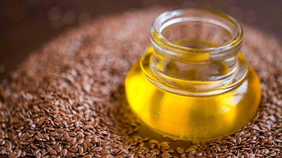 A semente de linhaça é rica em ômega 3 essencial, que uma dieta vegana pode não ter (Crédito: Getty Images)